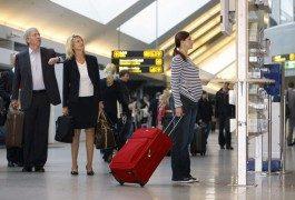 Voyager enceinte en avion : à savoir avant de réserver