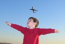 10 conseils pour voyager en avion avec vos enfants