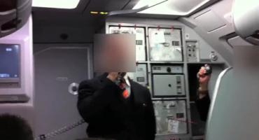 Un steward easyJet fait chanter les passagers et crée une polémique