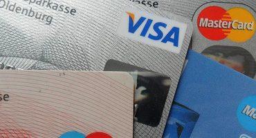 Voyages : à quoi vous donne droit votre carte bancaire ?