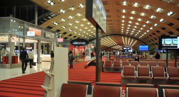 Des chargeurs de portables sans fil à Paris Charles-de-Gaulle