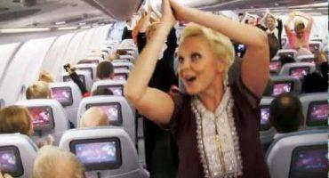 Les hôtesses de Finnair se lâchent sur un air de Bollywood