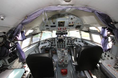 Le cockpit de l'appareil, intact