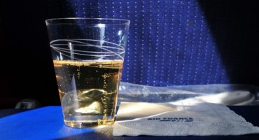 Ces compagnies qui servent encore de l'alcool gratuit à bord
