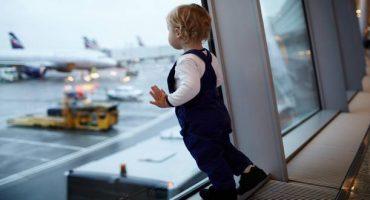 Vous oseriez laisser vos enfants voyager seuls en avion ?!