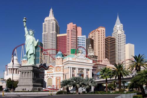 Le New York New York, son grand huit et sa reproduction de la Statue de la Liberté
