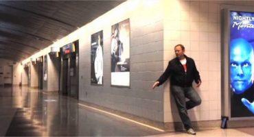 Coincé à l'aéroport de Vegas, Richard réalise un super vidéo clip