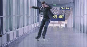 En skate dans l'aéroport d'Helsinki !