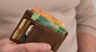 Comment éviter les frais bancaires à l'étranger ?