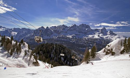 Cortina D'Ampezzo dans les Dolomites en Italie