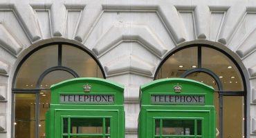 Une cabine téléphonique solaire à Londres