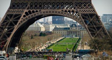 Au 1er étage de la Tour Eiffel, le plancher est transparent !