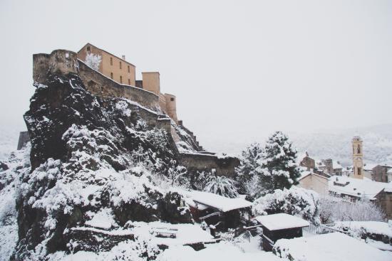 Corté sous la neige