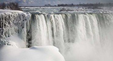 Les chutes du Niagara transformées en sculptures de glace