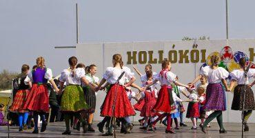 Les danses folkloriques de l'Est de l'Europe