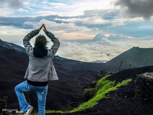 Au sommet du volcan actif Paccaya.