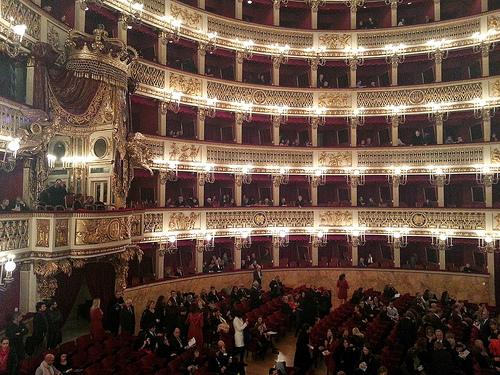 Opera-Napoles