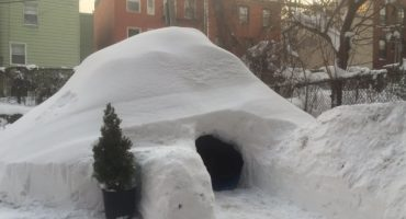 Un homme construit un igloo à New-York et le met en location sur Airbnb