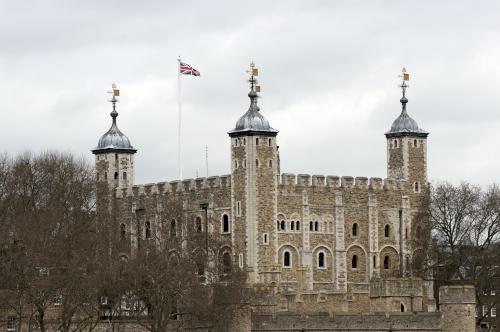 La Tour de Londres, dans le brouillard de Londres