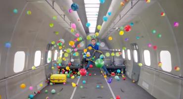 Un clip tourné dans un avion en apesanteur
