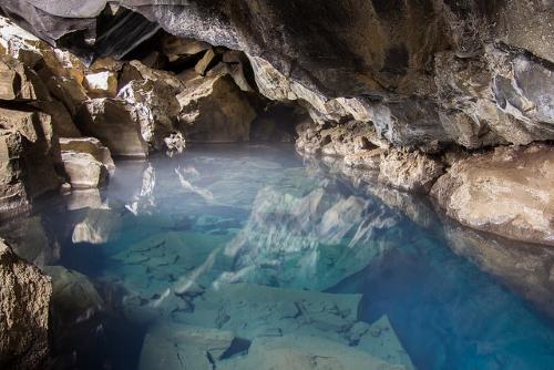 La grotte Grjotagja, nid d'amour d'Ygritte et Jon Snow