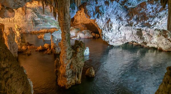 a voir en sardaigne grottes neptune