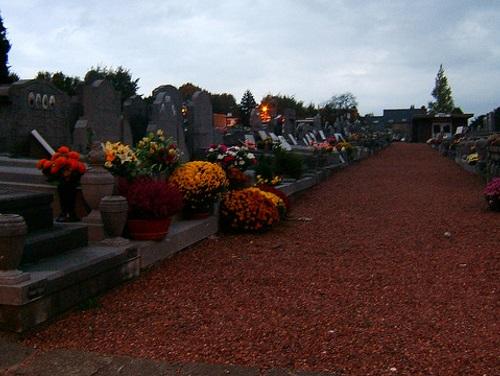 Jour de la Toussaint dans un cimetière en France