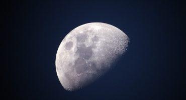 2018, odyssée de l'Espace: deux touristes en partance pour la lune !