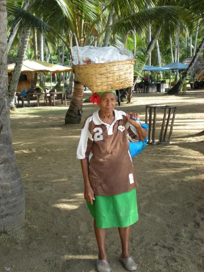 Voyage-avec-agence-locale-Venezuela-TripConexion-femme-village