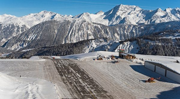 aéroport courchevel iStock