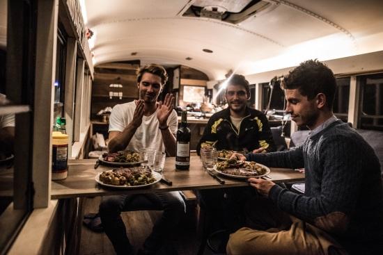 La Brigade diner avec des brigadiers