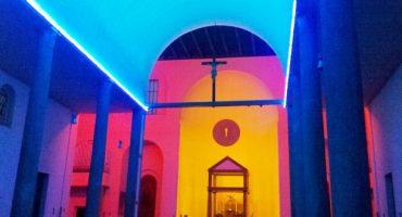 Milan : des néons dans une église