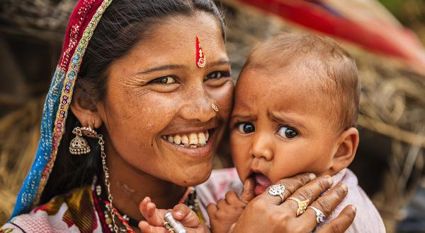 Jeune-mère-bébé-inde