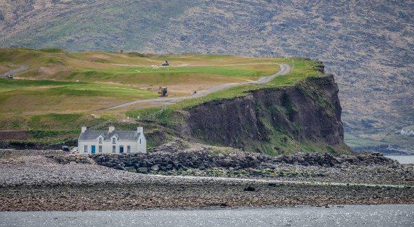 Maison sur la rocheuse, Irlande