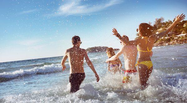 Amis en vacances à la mer