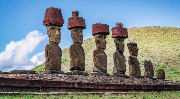 Chapeaux statuts île de Pâques