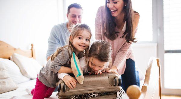 Famille-prépare-vacances
