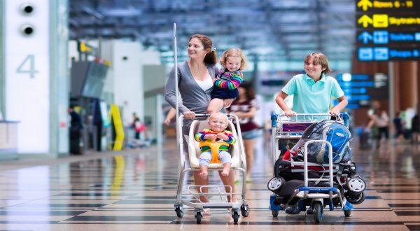 Aéroport - voyage en famille