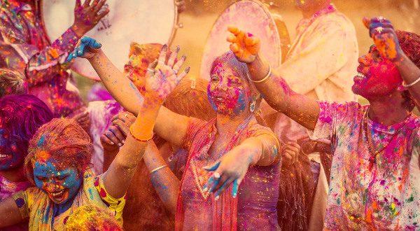 Festival Holi Inde iStock
