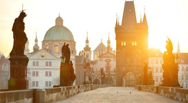 Prague pont Charles IV iStock