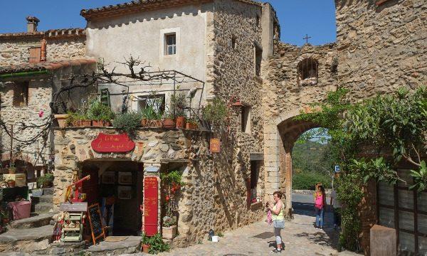 Castelnou-Pyrénées-iStock