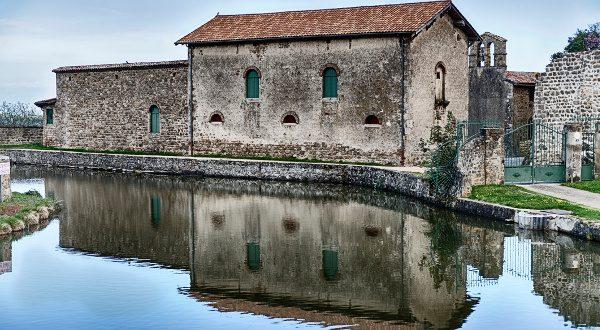 Château de Virieu iStock