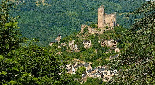 village de Najac France iStock