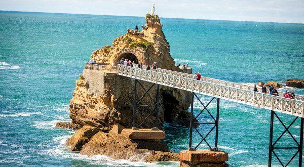 Rocher de la Vierge Biarritz iStock