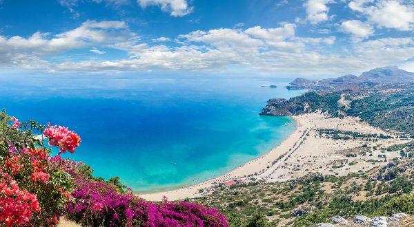 Plage-Tsambika-Rhodes-Grèce-iStock