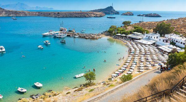 Plage de la baie de Lindos, Rhodes, Grèce iStock