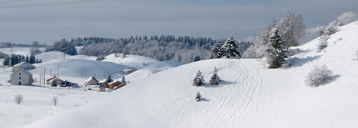 Jura-Montagne-neige-ski-iStock