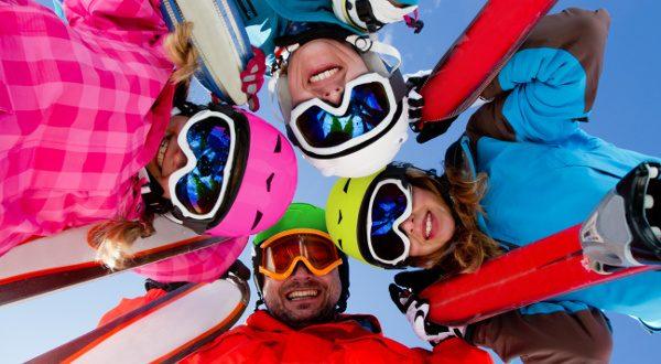 Vacances au ski en famille Shutterstock