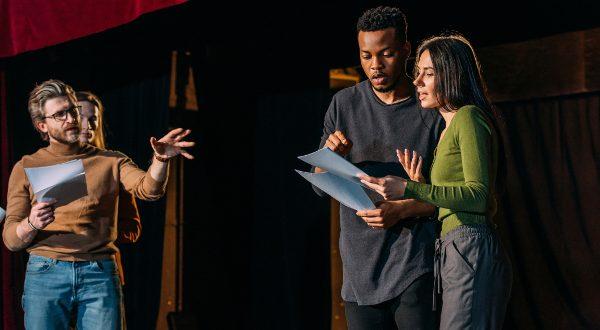 acteurs-theatre-tournage-iStock