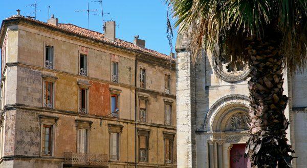 Cathédrale de Nîmes iStock